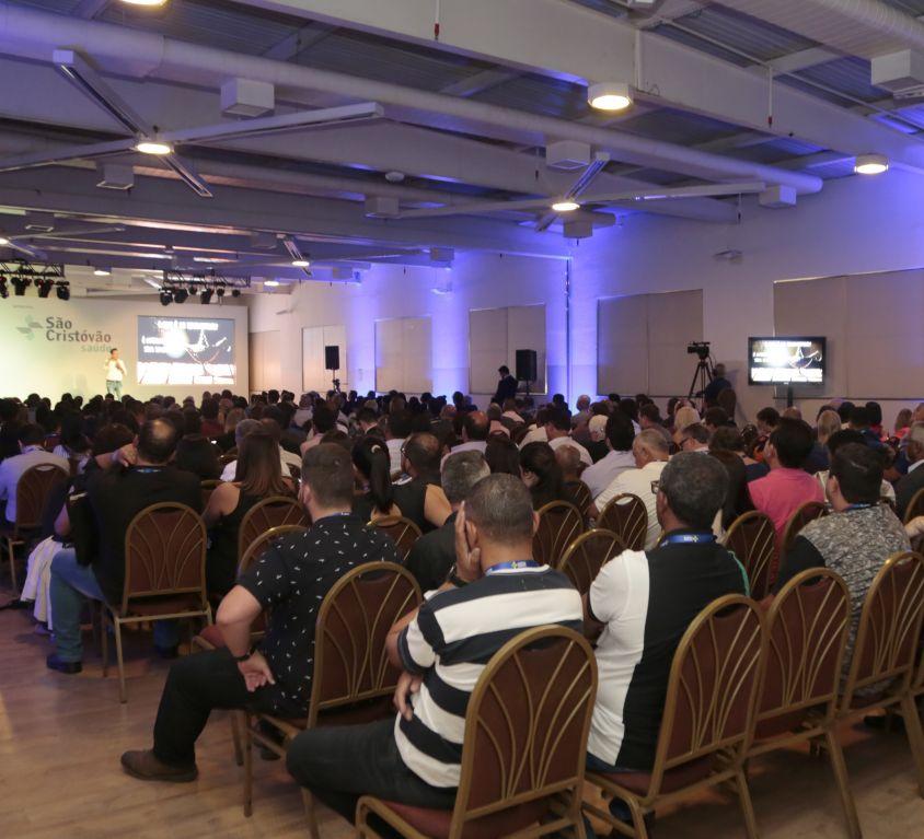 """<b>SINDIMAIS 2018</b><br /><br /><i class=""""fas fa-tag""""></i> Corporativo, debate, palestras, feira de negócios e stands<br /><br /><i class=""""fas fa-users""""></i> 400 pax"""